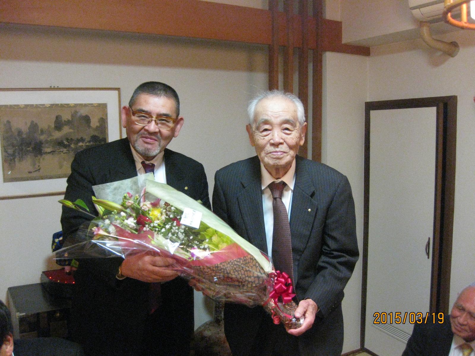 福岡博多東ライオンズクラブL國武統士の卒寿のお祝いをしました。